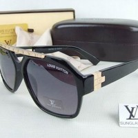 Louis Vuitton Women Fashion Sunglasses Casual Popular Summer Sun Shades Eyeglasses-3