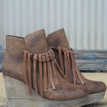 Zepp Wedge by Sbicca {Tan}