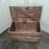 Rustic Toy Chest, Rustic Coffee Table, Storage Bin, Rolling Chest, Rolling Crate, Apple Crate, Organic Stain, Rustic Decor, Reclaimed Wood