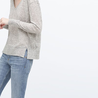 Knitted sweater with vents