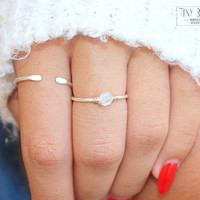 White Opal Ring,Engagement Ring, Solitaire Ring, Gift for Mom, Gift for Best Briend, Gift for Girlfriend, Stacking Rings, Bridesmaid gift