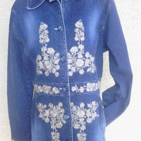 Vintage Blue jean jacket medium long flowered boho hippie  button front one button cuff cream flowers cotton spandex blend
