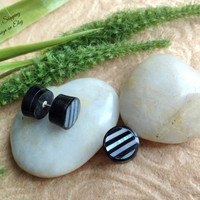 """Fake Gauge Earrings, """"Ribbons"""" Mother of Pearl, Horn, Natural, Handcrafted, DewiDesign"""