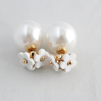 Minimalist daisy collection double sided stud earrings (White pearl base left only)