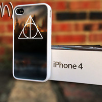 Harry Potter iPhone 4 or 4S Hogwarts Deathly Hallows by IFNH