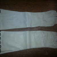 Vintage White Leather Gloves - with Black Bead Trim - Size 7 - Made in France