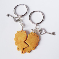 BISCUIT KEYCHAIN / KEYRING - friendship / bff / boyfriend & girlfriend