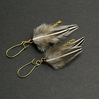 Gold hoop earrings with gold chain and gray feathers. Handmade earrings Dangle earrings Chain earrings Boho Chic Gift for her Womens Gift