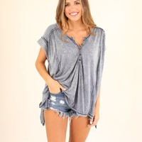 HIBISCUS BLOSSOM TEE - DUSTY BLUE