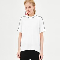 LOOSE-FITTING TOP WITH CONTRASTING DETAILDETAILS