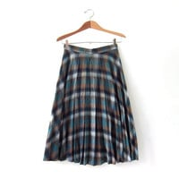 vintage wool skirt. pleated skirt. midi length skirt. long wool skirt.