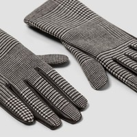 GLOVES WITH CONTRASTING TARTAN DETAILS