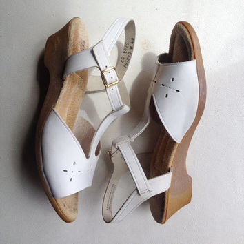 Vintage shoes   1970s-style white leather wedge heels with ankle strap - US 8.5