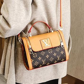 Louis Vuitton LV fashion ladies one-shoulder messenger bag handbag cosmetic bag