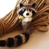 Needle felted animal racoon lovely pin brooch pendant tail keychain car mirror accessor*
