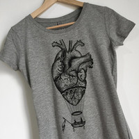 Anatomical heart / hot air balloon t-shirt for women. SLIM FIT style. Screenprint of a handmade design, vintage style. Melange grey
