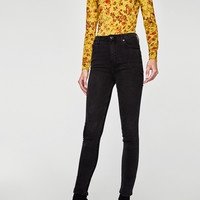 THE HIGH WAIST JEANS IN ROCK BLACKDETAILS