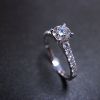 Engagement Diamond Ring in 18K White Gold