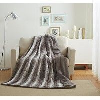 Tache Silver Snow Giraffe Faux Fur/Micro-fleece Throw Blanket