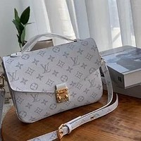 LV classic old-fashioned messenger bag shoulder bag messenger bag