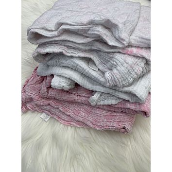 HB Hudson Baby Girl Swaddle Blanket Muslin Pink Lot of 3 Patterned 46 X 46 and baby hat