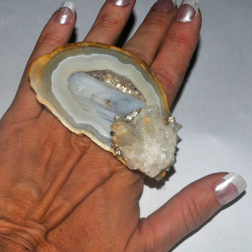 Huge white skin agate hand ring with quartz crystal,white ring Agate Slice, Cocktail Ring, Statement Ring, Adjustable Ring, quartz ring