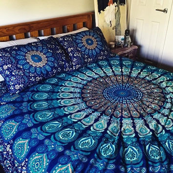 Queen-sized mandala bed covering and pillows, roundie mandala bed sheets, mandala throw, mandala tapestry, boho decor, bohemian bedspread