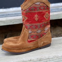 Minnetonka Baja Boot {RED}