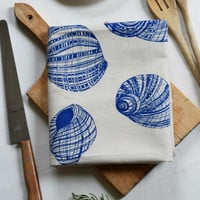 Tea Towel, Nautical Tea Towel, Beach Kitchen Towel, Cotton Dishcloth, Flour Sack Towel, Tea Towels, Beachhouse Decor, Blue Shell Tea Towel