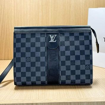 LV Louis Vuitton new product stitching color letter printing ladies envelope bag cosmetic bag clutch Black tartan