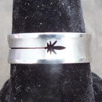 Flower Arrow Symbol Ring, Silver Color, Curve Bow Design, Shiny Stainless Steel Jewelry, Size 10, Excellent Condition, Free Shipping to USA