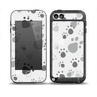 The Gray & White Large Paw Prints Skin for the iPod Touch 5th Generation frē LifeProof Case