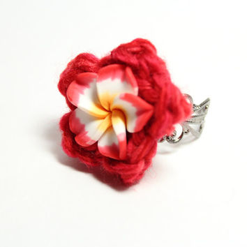 Poppy red plumeria ring. Colorful red flower crochet ring.