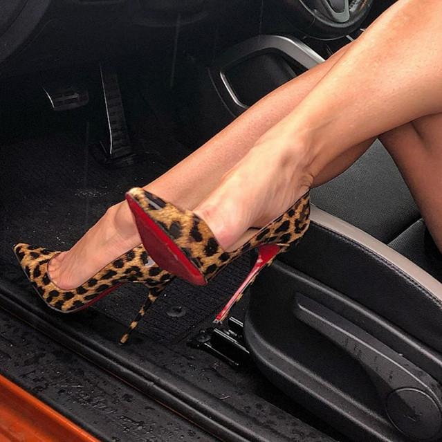 Image of ( S C ) Christian Louboutin 2021 New pointed high heels {2021/8/17)