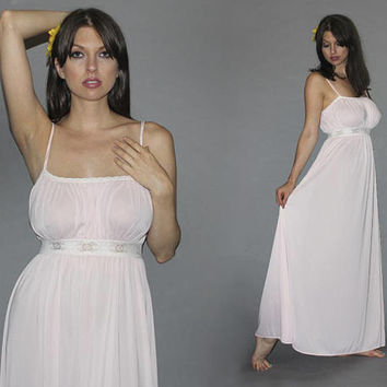 Vintage 70s Baby Pink Nightgown / Sexy Lolita / Maxi Babydoll Lingerie / Empire Waist, Chantilly Lace / Bridal Nightie, Wedding Night / Med