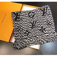 LV Louis Vuitton Trending Couple Stylish Cashmere Cape Tassel Scarf Shawl Scarves Accessories Grey