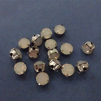 30pcs 5mm Opal White Round Sew-on Beads Rhinestone in Silver Prong Setting Beads Diamond Decoration Findings