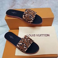 LV Louis Vuitton new embroidered letters leopard print sandals ladies beach slippers Shoes
