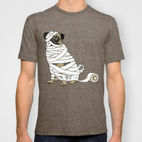 The Mummy Pug Return T-shirt by Huebucket