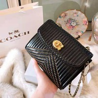 COACH 2018 new fashion wild women's rivet camera bag chain bag