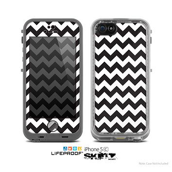 The Black & White Chevron Pattern Skin for the Apple iPhone 5c LifeProof Case