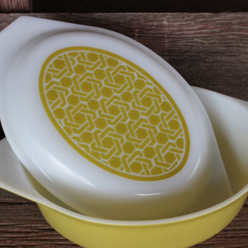 Vintage Pyrex cinderella oval casserole baking dish w/ lid, Pyrex Basket weave dish, Pyrex chartreuse wicker Oval Baking Dish 1.5 Quart
