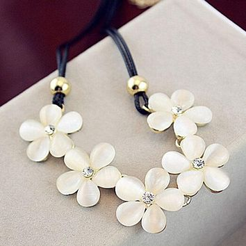 Luxury Elegant Women Leather Opal Flowers Necklace New Sparking Crystal Korean Style Pendant Necklace Fashion Jewelry
