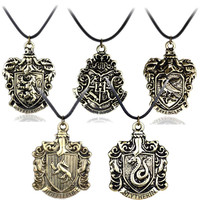 Hot!!!Hogwarts Gryffindor Hufflepuff Slytherin Ravenctaw School logo Necklace & Pendants Movie Jewelry Free Shipping