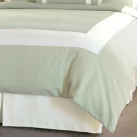 EASTERN ACCENTS MINT/SHELL BORDER HAND-TACKED COMFORTER