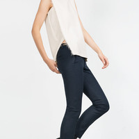 TOP WITH FRAYED DETAIL