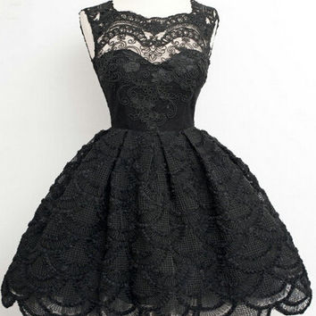 Black Lace Scoop Neck Appliques Knee-length Homecoming Dress