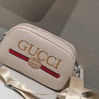 GUCCI 2020 New Double G Embossed Letter Solid Marmont Shoulder Camera Bag