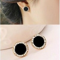 [Crazy Fashion vintage gold plated black earrings Elegant rhinestone crystal stud earrings for women jewelry accessories (Color: Black) [7862951303]
