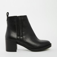 New Look   New Look Deal Cupped Heel Chelsea Boots at ASOS